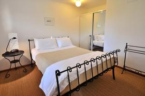 White Bedroom, Homestead, Wings Retreat